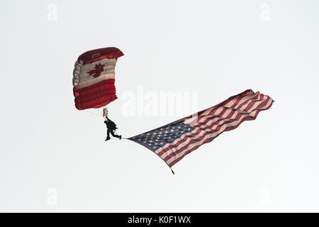 August 11, 2017 - Abbotsford, British Columbia, Canada - A member of the Canadian Armed Forces SkyHawk parachute - Stock Photo