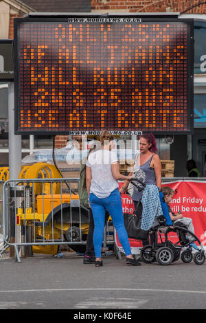 London, UK. 23rd August, 2017. Staff and signs warn passengers of a 75% reduction in service going through Clapham - Stock Photo