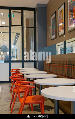 Simons Clothing And Home Decor Store In The Park Royal Shopping Centre West Vancouver British Columbia Canada Stock Photo Alamy