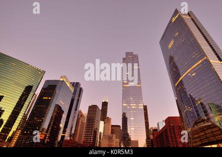 Dusk descends on Chicago's West Loop area. Chicago, Illinois, USA. - Stock Photo