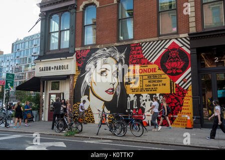 New York, USA. 23rd Aug, 2017. Passersby stop to admire a newly completed mural, by Shepard Fairey, in the East - Stock Photo
