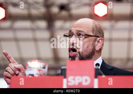 Essen, Germany. 24th Aug, 2017. Candidate for Chancellor Martin Schulz is speaking during an event of his election - Stock Photo