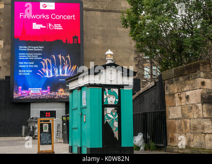 Edinburgh, Scotland, United Kingdom. 25th Aug, 2017. Preparations underway for final weekend of Edinburgh Festivals, - Stock Photo