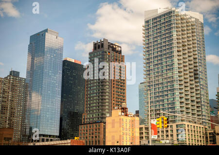 Construction in and around the Hudson Yards development in New York on Sunday, August 13, 2017.  (© Richard B. Levine) - Stock Photo