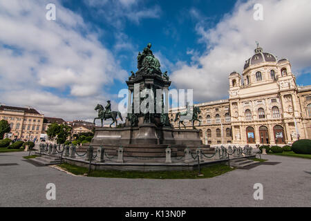 Maria-Therezia Square (Maria-Theresien-Platz) with the Museum of Natural History on the right, Vienna - Stock Photo