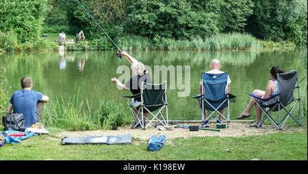 Henlow Bridge Lakes, Bedfordshire, UK. 25th August 2017. Fishing family finds favourite spot early on the first - Stock Photo
