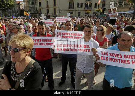 Demonstration to support the peace and against terrorism after the attacks in Barcelona and Cambrils, 26th August - Stock Photo