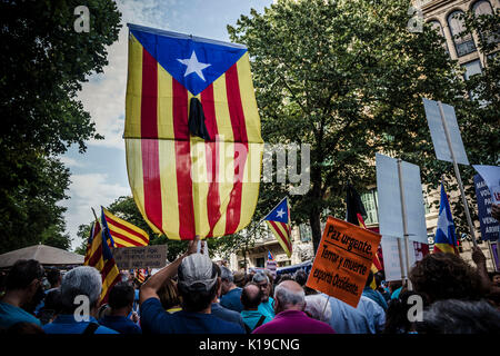 Barcelona, Spain. 26th August, 2017.  Protestors gather against terrorism during an alternative march in tribute - Stock Photo