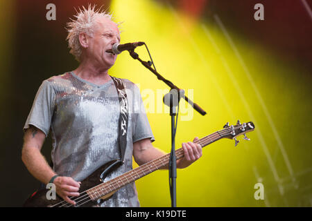 Belfast, Northern Ireland. 27/08/2017 - Greg Cowan from Belfast punk rock band 'The Outcasts' plays at the Custom - Stock Photo
