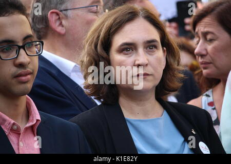 Barcelona, Spain. 26th August, 2017. Mayor of Barcelona Ada Colau participating at the massive protest 'I am not - Stock Photo