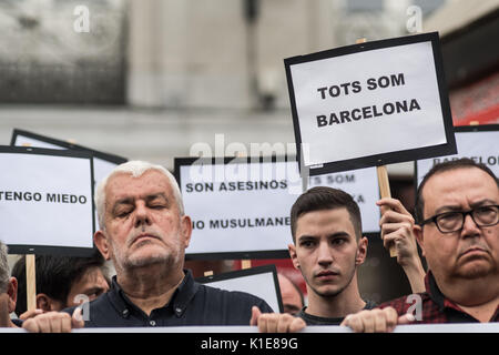 Madrid, Spain. 26th August, 2017. People with placards that read 'We are all Barcelona' during a protest showing - Stock Photo