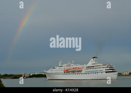 London, UK, 14th August 2017  Cruise Liner Ocean Majesty leaves the river Thames, London, after a port call - Stock Photo