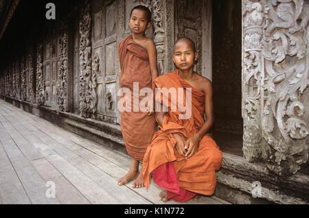 Young Buddhist monks at Shwenandaw Kyaung (monastery), Mandalay, Burma (Myanmar) - Stock Photo