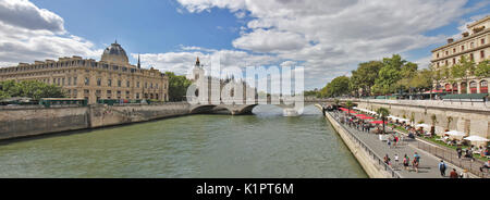 Paris Beaches till 2006 is artificial beaches each summer along the river Seine in the centre of Paris, France. - Stock Photo