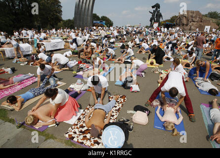 Kiev, Ukraine. 27th Aug, 2017. Ukrainian masseurs take part at a mass massage event in center Kiev, Ukraine, on - Stock Photo