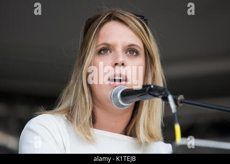 London, UK. 16th July, 2017. Laura Smith, Labour MP for Crewe and Nantwich, addresses campaigners against cuts to - Stock Photo