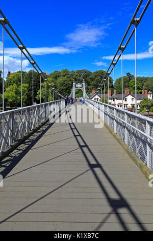 Queen's Park Suspension Bridge over the River Dee, Chester, Cheshire, England, UK. - Stock Photo