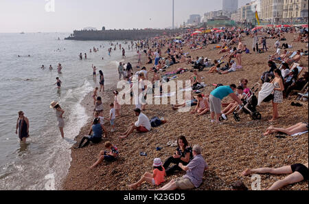 Brighton, UK. 28th Aug, 2017. UK Weather. Crowds flock to Brighton beach on Bank Holiday Monday to enjoy the beautiful - Stock Photo