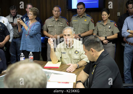 Corpus Christi, USA. 28th Aug, 2017. Corpus Christi, Texas August 28, 2017: Gov. Greg Abbott leads a meeting of - Stock Photo