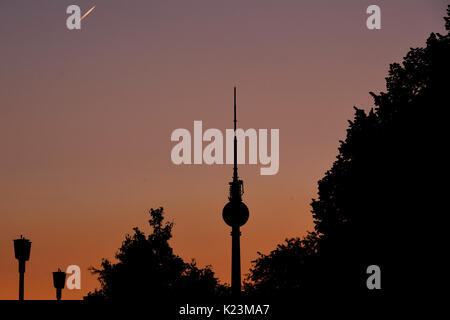 Berlin, Germany. 28th Aug, 2017. The silhouette of the TV Tower can be seen in the evening sky in Berlin, Germany, - Stock Photo