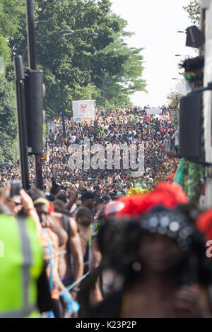 London, UK. 28th Aug, 2017. Thousands of crowds taking part at Notting Hill Carnival Credit: Sara Lacuesta/Alamy - Stock Photo