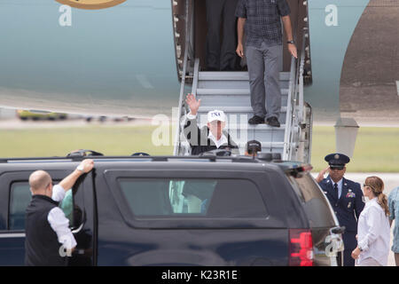 Corpus Christi, Texas, USA. 29th Aug, 2017. U.S. President Donald Trump arrives with First Lady Melania Trump in - Stock Photo