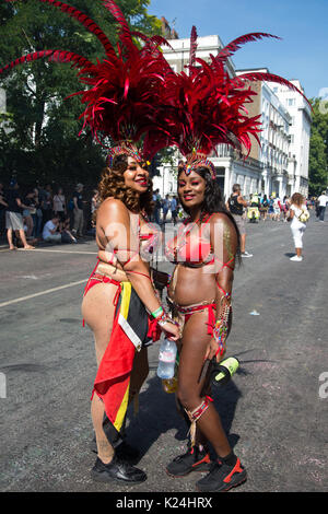 London, UK. 28th August, 2017. Performers wait to take part in the parade for the Notting Hill Carnival. This year's - Stock Photo