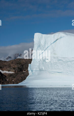 Greenland, Eastern Greenland, Scoresbysund aka Scoresby Sund, Bear Island aka Bjorne Oer. Huge icebergs around the - Stock Photo