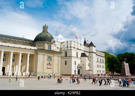 Vilnius cathedral and Palace of the Grand Dukes of Lithuania, Katedros aikste, Cathedral Square, Vilnius, Lithuania - Stock Photo