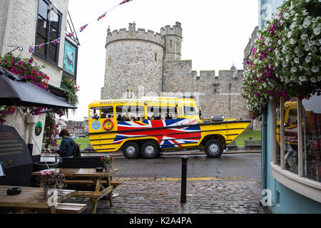 Windsor, UK. 30th Aug, 2017. UK Weather. The Duck Boat passes Windsor Castle as rainy weather returns to the south - Stock Photo