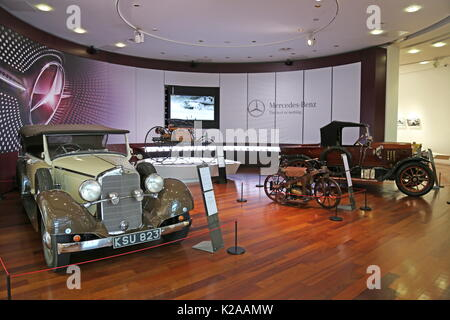 1933 Mercedes-Benz 290 Tourer and 1917 Benz 8/20, Mercedes-Benz World, Brooklands, Weybridge, Surrey, England, Great - Stock Photo