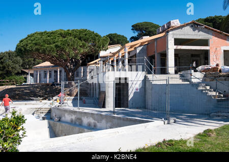Large house with swimming pool under construction in the south of France - Stock Photo