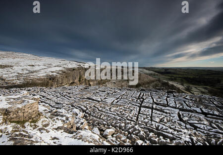 Carboniferous Limestone pavement above Malham Cove, with light dusting of snow,Yorkshire, UK.  January 2014 - Stock Photo