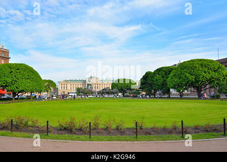 View of the Mariinsky Palace, the legislative Assembly from St. Isaac's square on a Sunny day in Saint-Petersburg - Stock Photo
