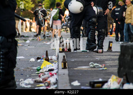 St. Pauli/Hamburg - Germany July 8, 2017: After the last protest ended, people & police gathered near Sternchanze - Stock Photo