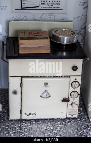 Older fashioned cooker, stove, oven, 1950s, 1960s Ireland - Stock Photo