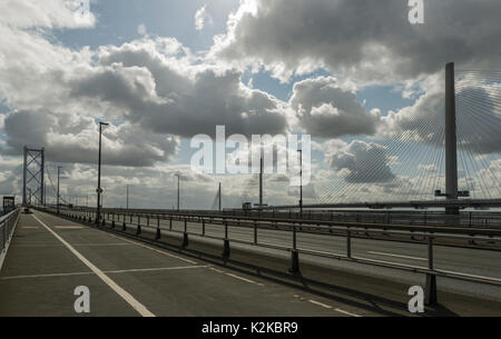 Queensferry, UK. 30th Aug, 2017. The Forth Road Bridge is deserted as the Queensferry Crossing saw heavy traffic - Stock Photo