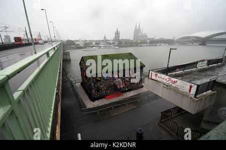 Cologne, Germany. 31st Aug, 2017. The 'Save The World' Hotel by performance artist HA Schult can be seen at the - Stock Photo