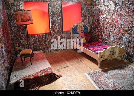 Cologne, Germany. 31st Aug, 2017. View of the interior of the 'Save The World' Hotel by performance artist HA Schult - Stock Photo