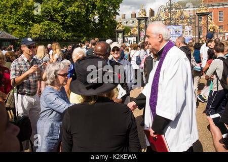 London, UK. 31st Aug, 2017. Rev. Frank Gelli, Diana, Princess of Wales former Priest, comforts well-wishers who have flocked to Kensington Palace, London, in memory of the late Queen of Hearts on the 20th Anniversary of her death. Credit: amanda rose/Alamy Live News