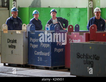 Wismar, Germany. 1st Sep, 2017. Shipyard employees watch the ceremonial start of his apprenticeship in Wismar, Germany, - Stock Photo