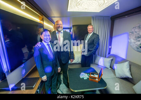 Wismar, Germany. 1st Sep, 2017. The chairman of the Malaysian Genting Group Colin Au (L) and the minister of economy - Stock Photo