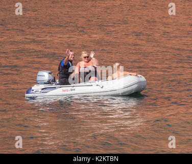 Ladram Bay 1st Sept 17    Glorious weather on the Devon coast on the first day of autumn. Families enjoy messing - Stock Photo