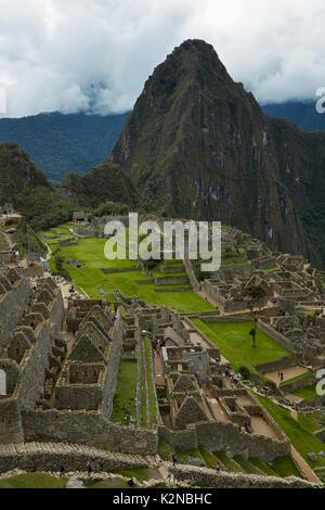 Machu Picchu 15th century Inca ruins (World Heritage Site), Sacred Valley, Peru, South America - Stock Photo