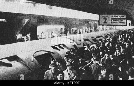 railway passengers leaving a train at Acton Railway Station (UK) in the 1940's - Stock Photo
