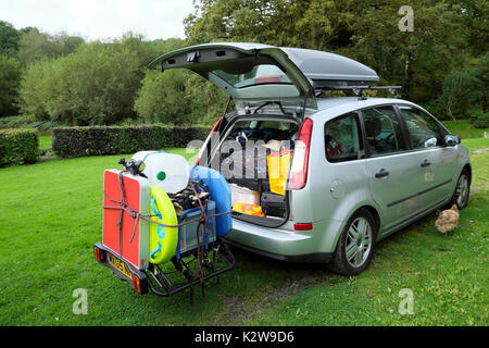 Car packed and ready to leave rural Carmarthenshire on August summer holiday vacation to the Pembrokeshire Welsh - Stock Photo