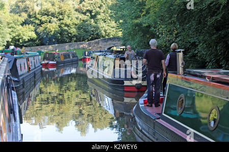 Queuing for Great Haywood lock  27.8.17.  Narrow boats waiting to go up Great Haywood Lock on the Trent and Mersey - Stock Photo