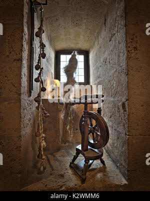 ANTIQUE SPINNING WHEEL WITHIN THE CASTELLO DI PROCENO.  THE SPINNING WHEEL AND YARN SURROUNDED IN THE TUFFA IS MAKES - Stock Photo