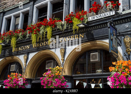 Deacon Brodies Tavern. Royal Mile Edinburgh Scotland UK - Stock Photo