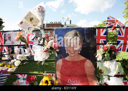 London, UK. 31 August 2017.  Tributes to Diana Princess of Wales, outside the gates of Kensington Palace, on the 20th anniversary of her death.